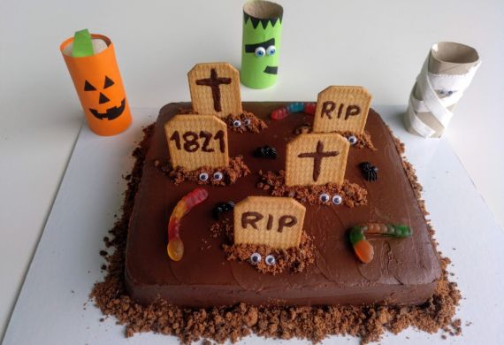 Bolo Chocolate Cemitério Halloween
